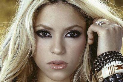 La dulce Shakira regaló al 'gorila' Hugo Chavez una guitarra roja