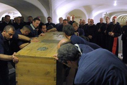 La lápida de la tumba de Wojtyla en el Vaticano se trasladó a Cracovia