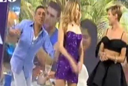 Kiko Hernández vuelve a arrancarle la ropa a María Lapiedra en 'Resistiré, ¿vale?' y ella se queda desnuda durante todo el programa