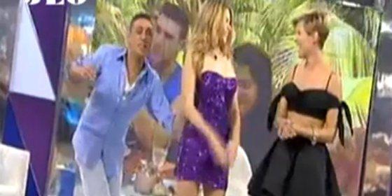 Kiko Hernández Vuelve A Arrancarle La Ropa A María Lapiedra En