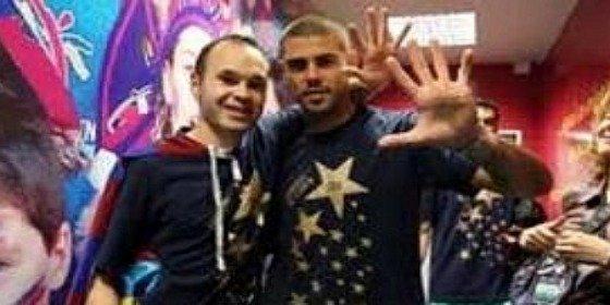 Valdés e Iniesta desatan la polémica con la foto de la 'manita'