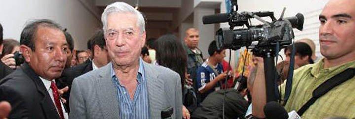 """Mario Vargas Llosa: """"Gobierno de Perú conspira contra Ollanta Humala"""""""