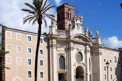 """El Papa cierra un monasterio por su """"moral laxa"""""""