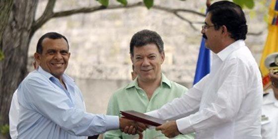 Zelaya y Lobo firman un acuerdo para la vuelta de Honduras a la OEA
