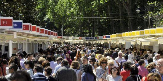 Editores y libreros, contentos con las ventas en la Feria del Libro, impulsadas por el buen tiempo