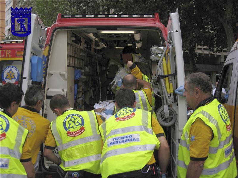 Muere el conductor de un coche de limpieza al chocar con un taxi en Madrid