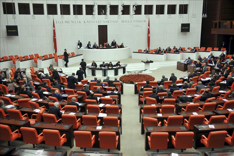 Sesión constituyente del Parlamento turco, bajo amenaza de boicot kurdo