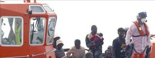 Rescatados 23 subsaharianos que viajaban en barcas a remo cerca de Melilla