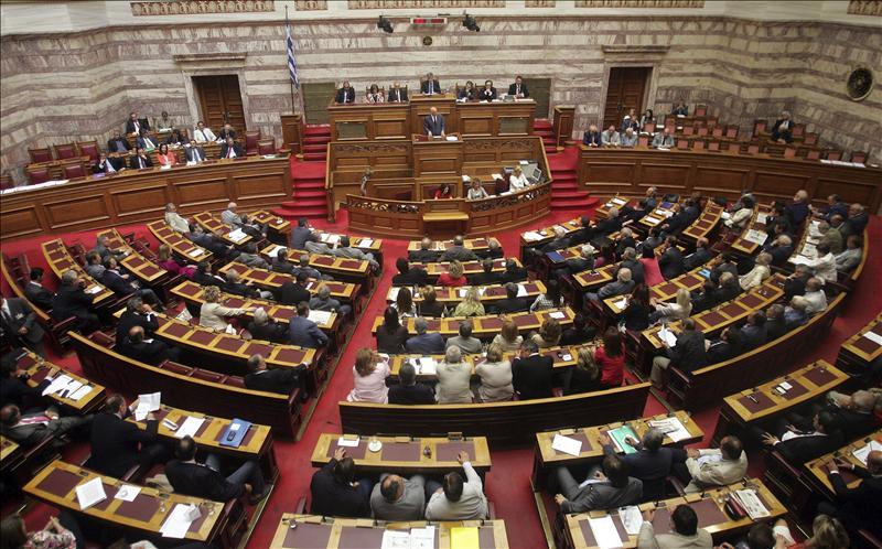 El Parlamento griego vota hoy el proyecto de ley para implementar el ajuste