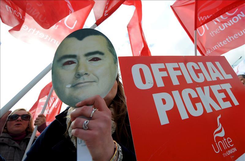 Los funcionarios británicos en huelga contra la reforma de las pensiones