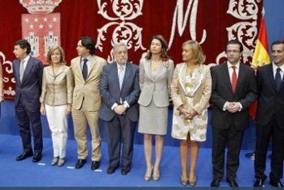 Un joven se 'cuela' en Sol y cuestiona que Aguirre represente a los madrileños