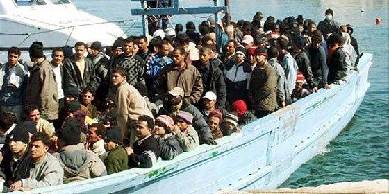 250 desaparecidos en el naufragio de un barco que huía de Libia