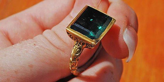 Un anillo con esmeralda de 350.000 euros, en el fondo del mar