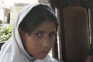 Los talibanes ponen un chaleco explosivo a una niña y la mandan a matar