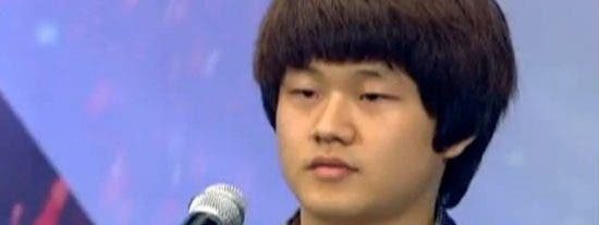 Vea el vídeo y emociónese con el huérfano cantante que ha revolucionado la televisión coreana