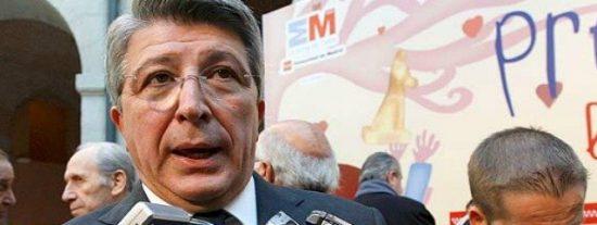 Marca se ríe de Enrique Cerezo publicando un lapidario con sus incongruencias