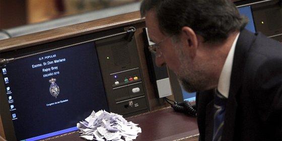 Maruja Torres (El País) compara a Rajoy con un trastornado