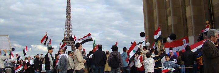 Centenares de sirios piden en París parar masacre en su país