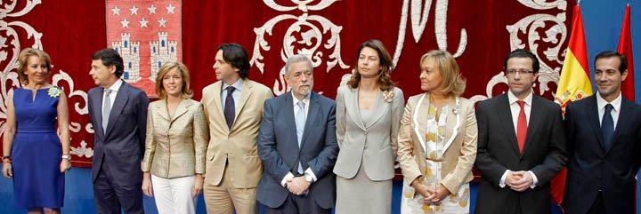 Esperanza Aguirre forma su Gobierno más reducido con González como vicepresidente y ocho Consejerías