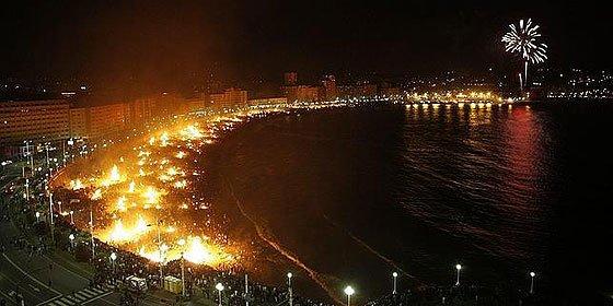 Un joven brasileño muere abrasado al saltar una hoguera en La Coruña