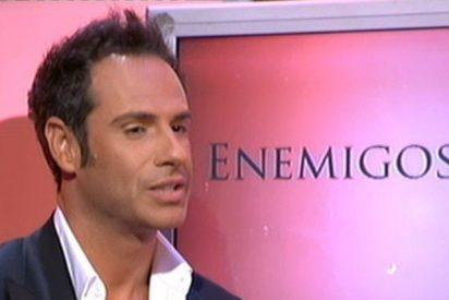 """Víctor Sandoval pierde la cabeza ante la entrevista de su marido: """"¡Nacho Polo es 'fea', imbécil y tiene un 'paquete' muy pequeño!"""""""