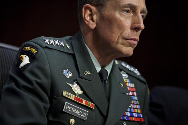 El Senado de EEUU confirma al general Petraeus como nuevo director de la CIA