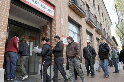 El desempleo se mantiene estable en la Eurozona pero sigue subiendo en España