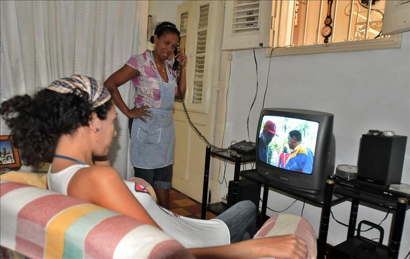 Los medios cubanos reproducen el mensaje de Chávez sin aportar novedades