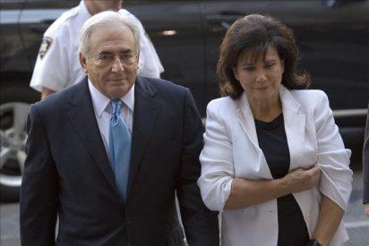 El juez deja en libertad a Strauss-Kahn por las dudas de las acusaciones
