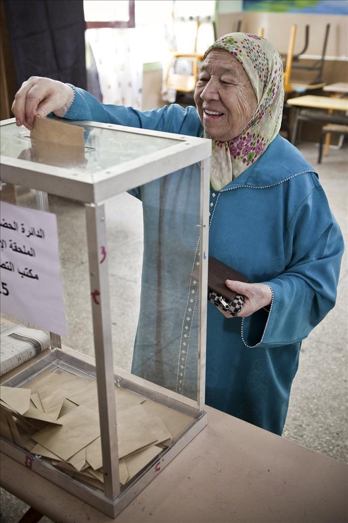 """El """"sí"""" logra el 98,4% de los votos en referéndum marroquí sobre Constitución"""