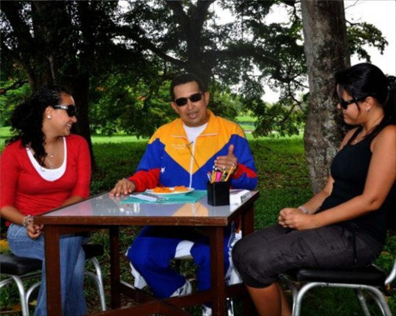 El presidente venezolano, Hugo Chávez, regresó a Caracas de madrugada