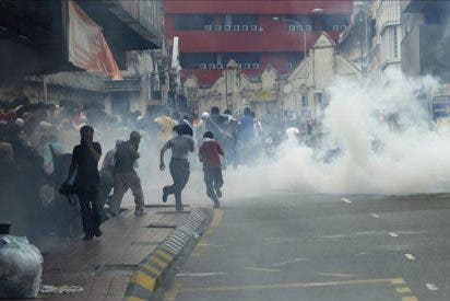 La Policía dispara gases lacrimógenos y detiene a 400 manifestantes en Malasia
