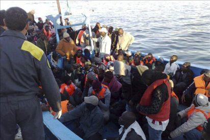 Unos 1.000 inmigrantes llegan a la isla italiana de Lampedusa desde Libia