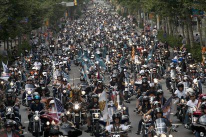 Unas 12.000 Harley Davidson rugen por las calles de Barcelona