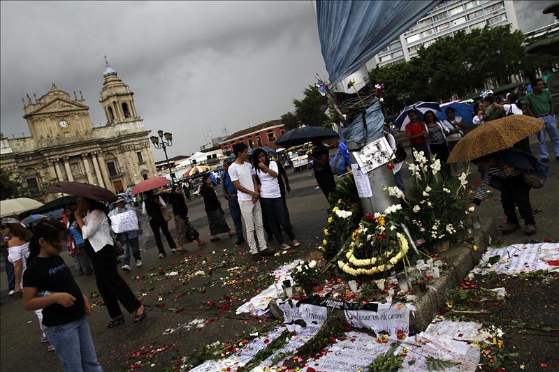 Guatemaltecos piden en la calle justicia por el asesinato de Facundo Cabral