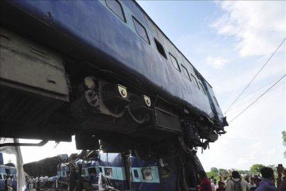Los muertos por el accidente de tren en el norte de la India son ya 50