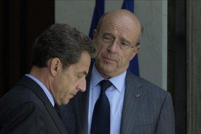 Juppe asegura que los emisarios del régimen libio dicen que Gadafi está dispuesto a irse