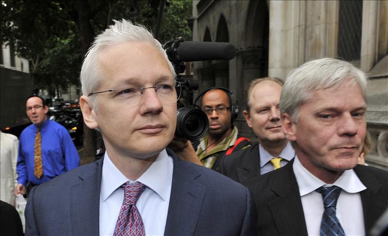 Assange asiste a la segunda sesión del recurso de su extradición a Suecia