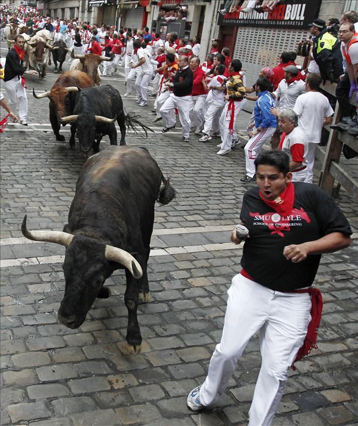 Los toros de Núñez del Cuvillo cierran los encierros con una limpia carrera