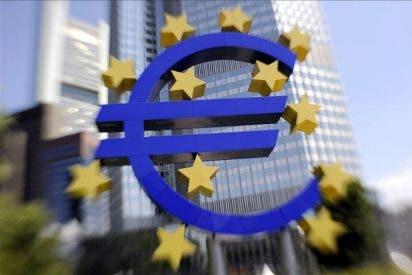 El euro cae a mediodía hasta los 1,4147 dólares