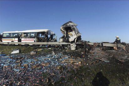 Cinco muertos y 19 heridos al chocar un autobús con un camión en Siberia