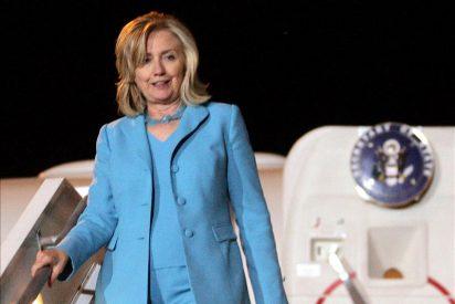 Hillary Clinton se entrevista en Atenas con el Gobierno griego
