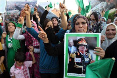 París acepta que Gadafi se pueda quedar en Libia si deja la escena política