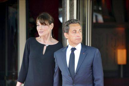 Carla Bruni denunciará a una revista por la publicación de una fotos suyas embarazada