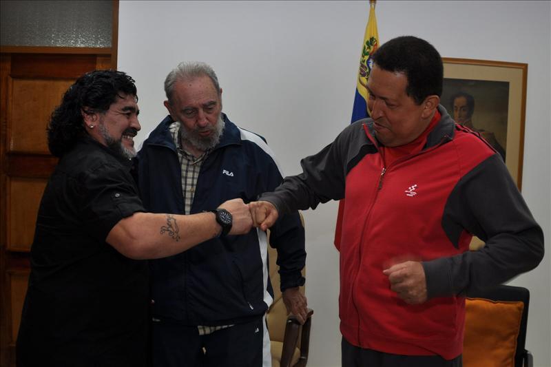La televisión venezolana muestra imágenes de Chávez, Fidel Castro y Maradona