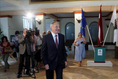 Una abrumadora mayoría de letones aprueban en referéndum la disolución del Parlamento