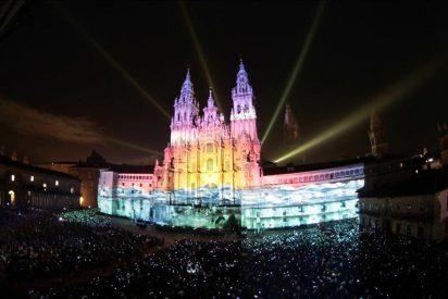 Miles de personas asisten en Obradoiro a espectáculo con tecnología en 3-D