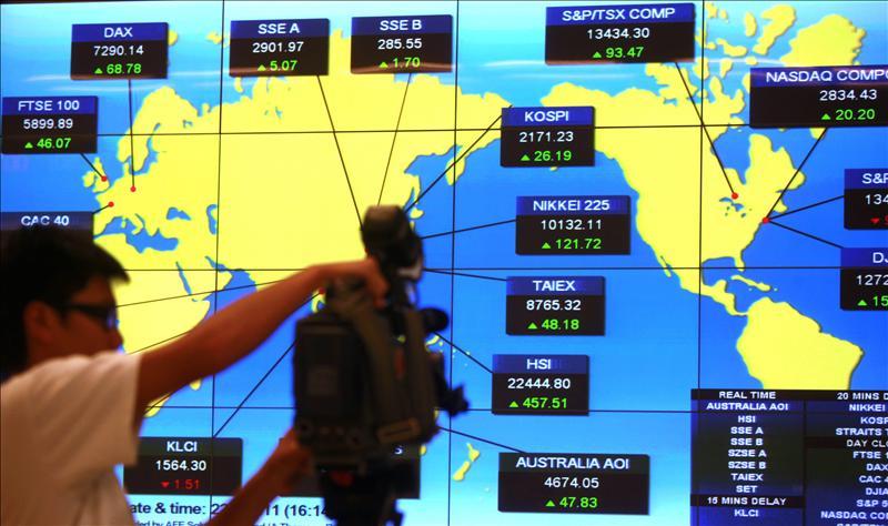 El Índice Hang Seng sube 209,36 puntos, el 0,94 por ciento, a media sesión