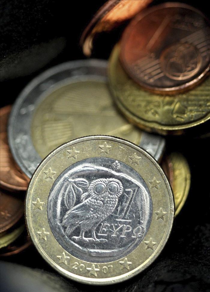 El euro baja hasta 1,4465 dólares