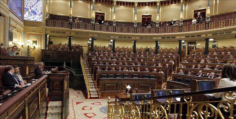 El pleno del Congreso guarda un minuto de silencio por las víctimas de Noruega